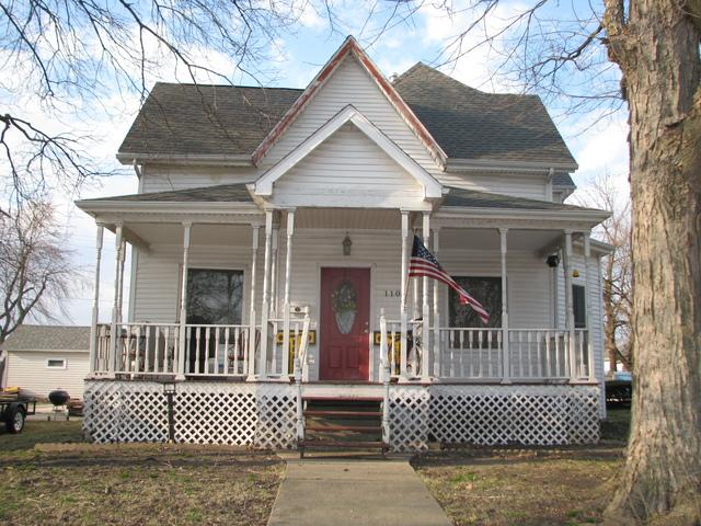 110 E Daggy Street, Tuscola, IL 61953 (MLS #10339831) :: Littlefield Group