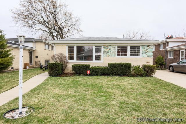 7045 N Hamlin Avenue, Lincolnwood, IL 60712 (MLS #10339919) :: Domain Realty