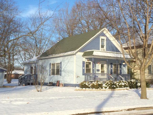 406 N 4th Street, Fairbury, IL 61739 (MLS #10340152) :: Janet Jurich Realty Group