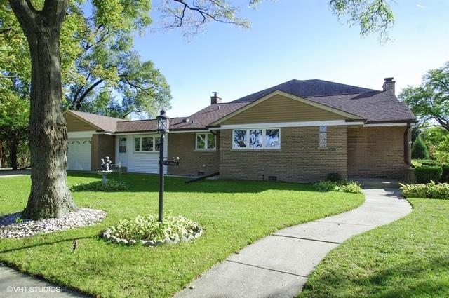 7125 N East Prairie Road, Lincolnwood, IL 60712 (MLS #10340231) :: Domain Realty