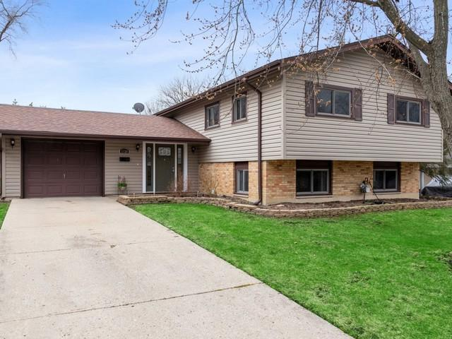 1720 Highland Boulevard, Hoffman Estates, IL 60169 (MLS #10341672) :: Janet Jurich Realty Group