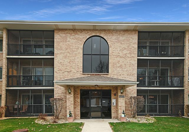 4930 134th Court #303, Crestwood, IL 60418 (MLS #10342245) :: Domain Realty