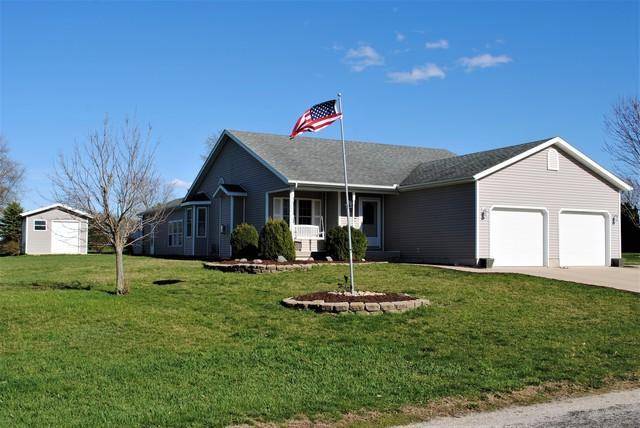 405 Sunset Drive, Colfax, IL 61728 (MLS #10343259) :: Berkshire Hathaway HomeServices Snyder Real Estate