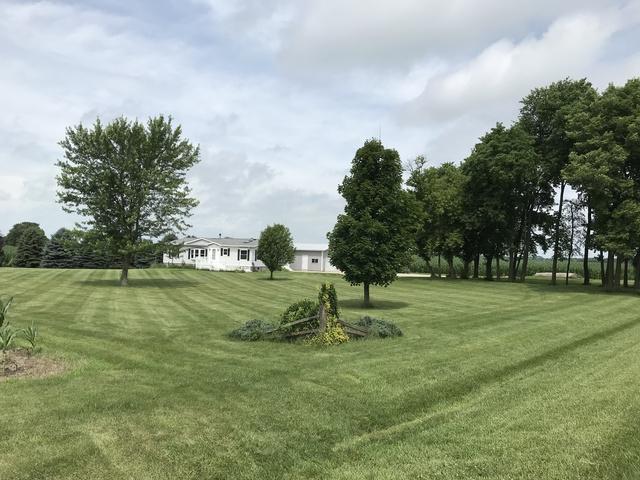 4101 E 4th Road, Mendota, IL 61342 (MLS #10343798) :: Helen Oliveri Real Estate