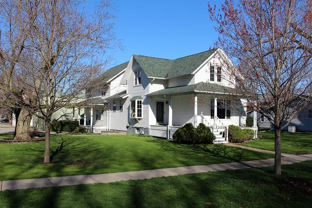 401 N Locust Street, Wapella, IL 61777 (MLS #10344440) :: Berkshire Hathaway HomeServices Snyder Real Estate