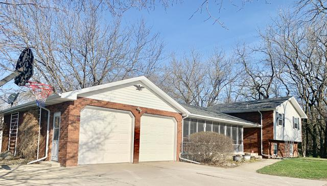 2819 Main Street, Peru, IL 61354 (MLS #10346301) :: Helen Oliveri Real Estate