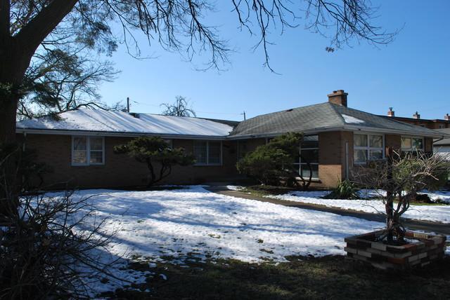 8424 Mansfield Avenue, Morton Grove, IL 60053 (MLS #10346737) :: Leigh Marcus | @properties