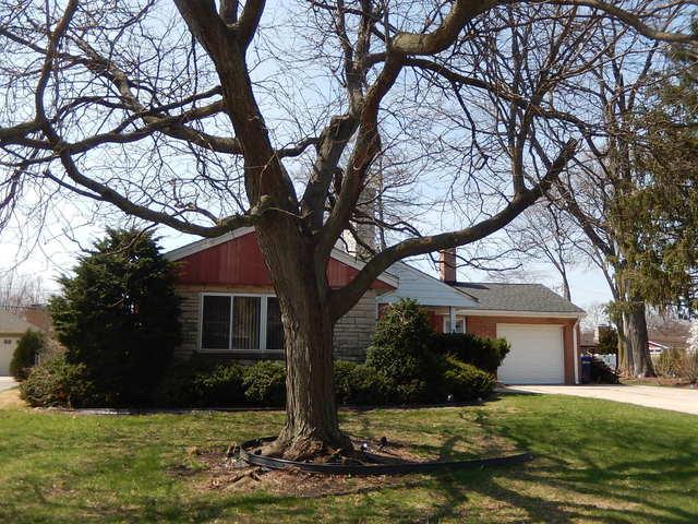 242 Kings Court, La Grange Park, IL 60526 (MLS #10347240) :: Helen Oliveri Real Estate