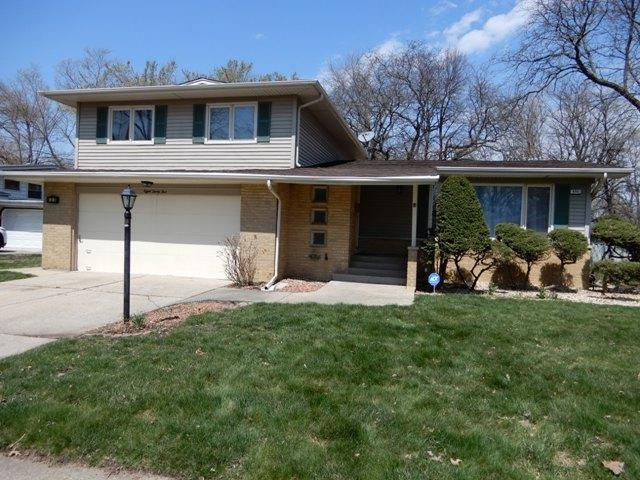 835 W Westwood Drive, Glenwood, IL 60425 (MLS #10347703) :: Domain Realty