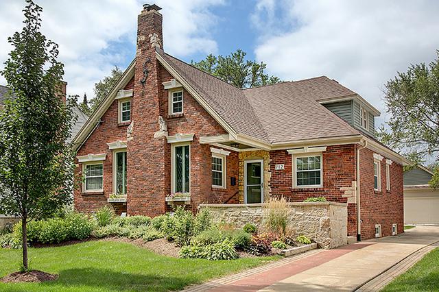 712 Howard Street, Wheaton, IL 60187 (MLS #10347944) :: Domain Realty