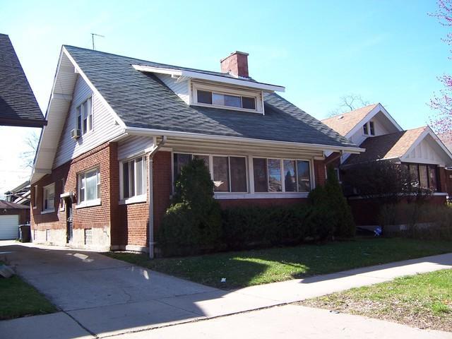 7234 S Bennett Avenue, Chicago, IL 60649 (MLS #10347962) :: Domain Realty