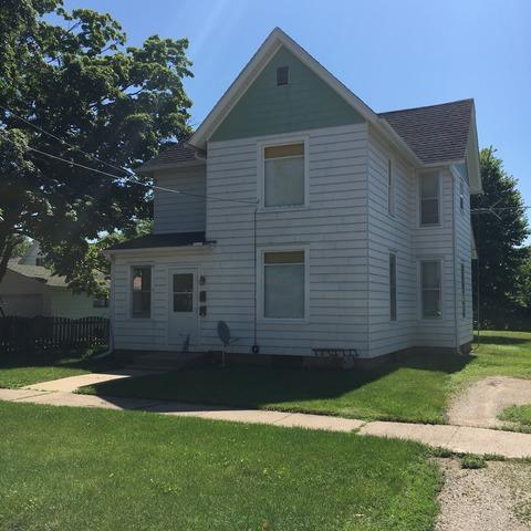 304 S Cherry Street, Morrison, IL 61270 (MLS #10348403) :: Helen Oliveri Real Estate