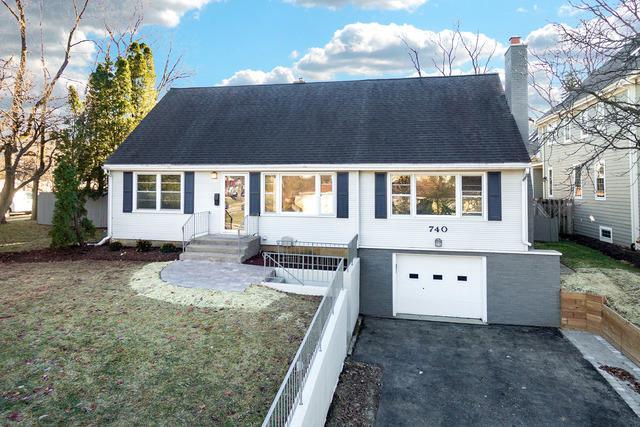 740 Prairie Avenue, Naperville, IL 60540 (MLS #10348610) :: Domain Realty