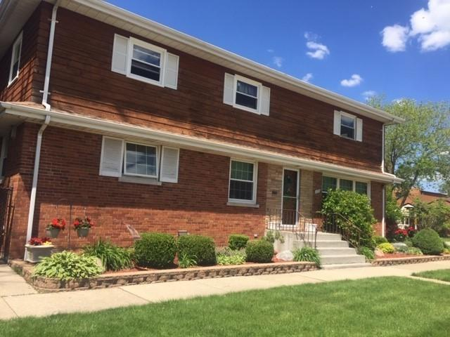 1658 Hull Avenue, Westchester, IL 60154 (MLS #10348669) :: Leigh Marcus | @properties