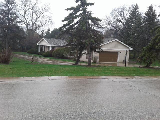 4 Royal Vale Drive, Oak Brook, IL 60523 (MLS #10348757) :: Angela Walker Homes Real Estate Group