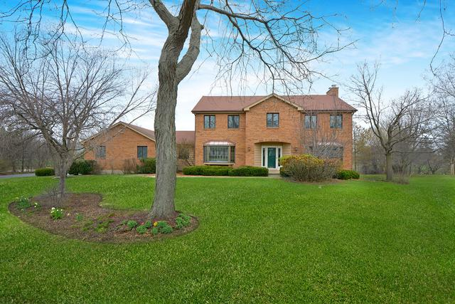 1 Canterbury Lane, Hawthorn Woods, IL 60047 (MLS #10349658) :: Helen Oliveri Real Estate