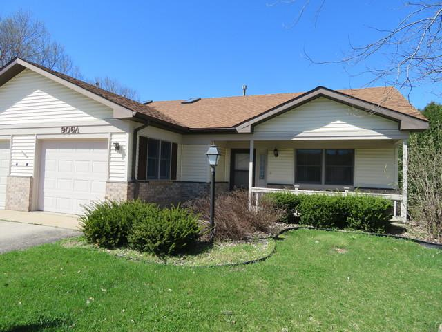 906 A Village Lane A, Sterling, IL 61081 (MLS #10350194) :: BNRealty