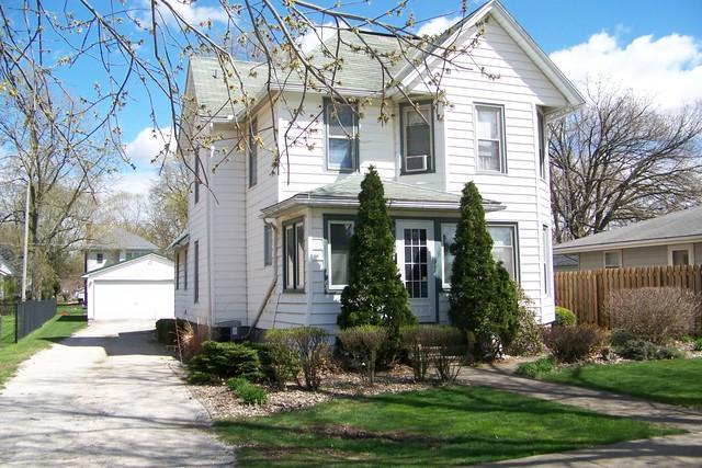513 S 2nd Street, Fairbury, IL 61739 (MLS #10350287) :: Janet Jurich Realty Group