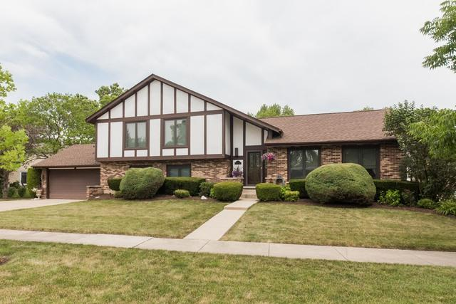 2000 E Pin Oak Drive, Mount Prospect, IL 60056 (MLS #10351830) :: Helen Oliveri Real Estate