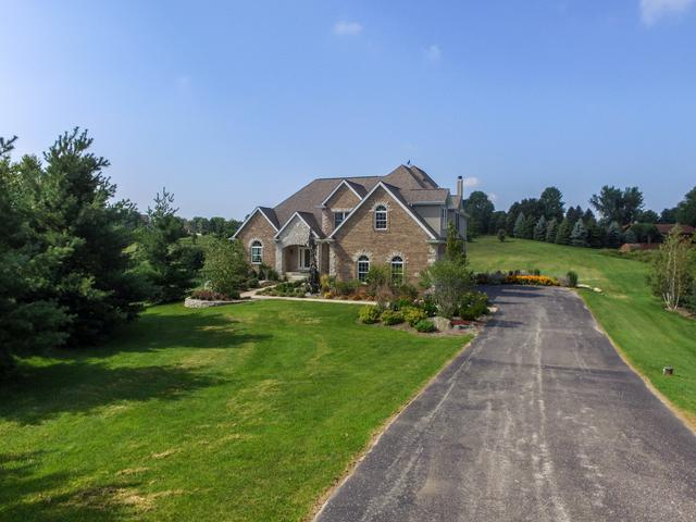 825 Stonegate Drive, Belvidere, IL 61008 (MLS #10352499) :: Leigh Marcus | @properties