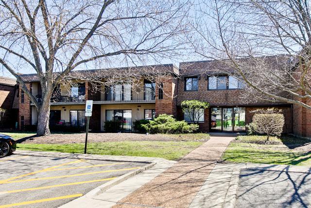 110 Old Oak Drive #136, Buffalo Grove, IL 60089 (MLS #10352505) :: Helen Oliveri Real Estate