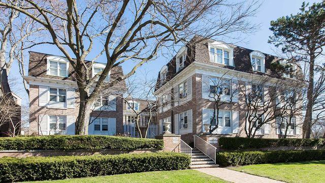 2203 Central Street #2, Evanston, IL 60201 (MLS #10352613) :: Helen Oliveri Real Estate
