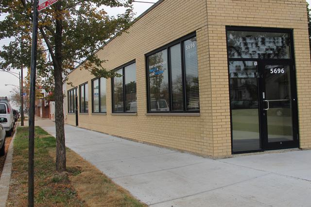 5694 Milwaukee Avenue, Chicago, IL 60646 (MLS #10353630) :: Helen Oliveri Real Estate