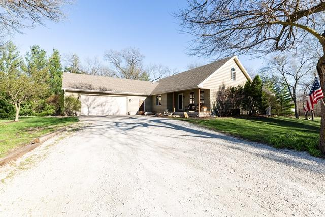 4698 W 1000S Road, Kankakee, IL 60901 (MLS #10353918) :: Helen Oliveri Real Estate