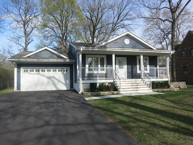 207 N Hickory Avenue, Bartlett, IL 60103 (MLS #10354258) :: Leigh Marcus | @properties