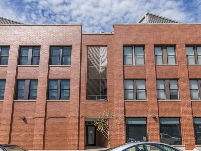2040 W Belle Plaine Avenue #207, Chicago, IL 60618 (MLS #10355295) :: Helen Oliveri Real Estate