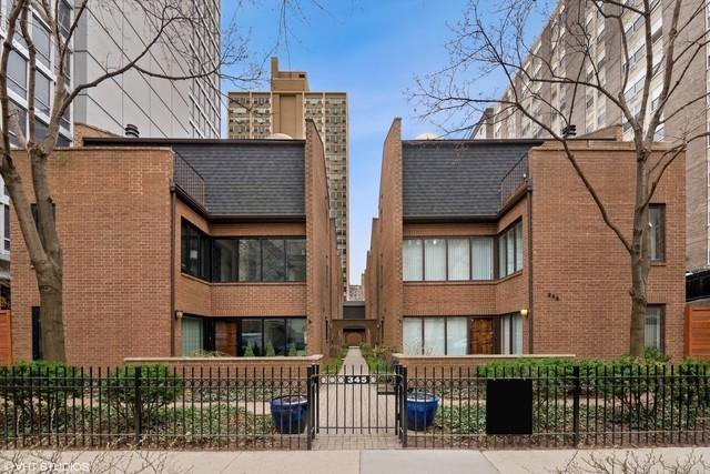 345 W Barry Avenue #1, Chicago, IL 60657 (MLS #10357319) :: Helen Oliveri Real Estate