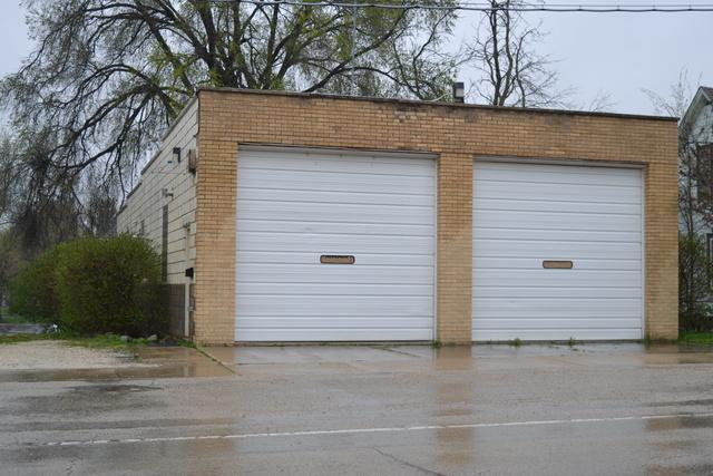 125 Center Street, Burlington, IL 60109 (MLS #10360407) :: Property Consultants Realty