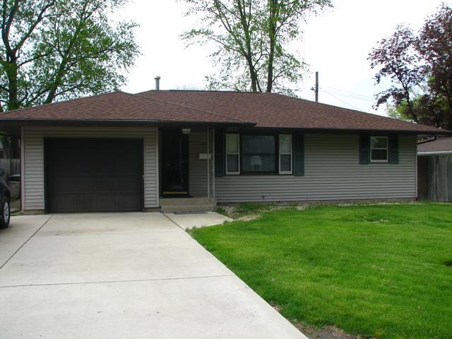 400 E Buckner Street, Tuscola, IL 61953 (MLS #10363144) :: Ryan Dallas Real Estate