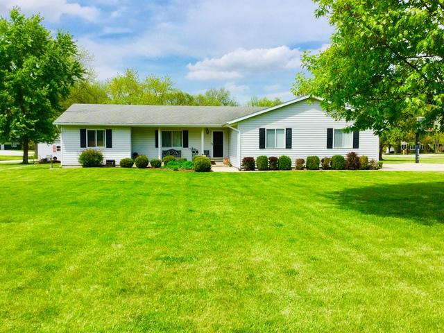 1 S Deer Lake, VILLA GROVE, IL 61956 (MLS #10363749) :: Ryan Dallas Real Estate