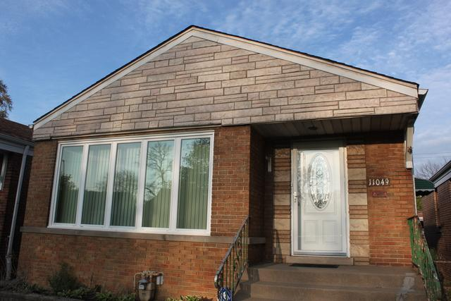 11049 S Avenue O, Chicago, IL 60617 (MLS #10365615) :: Property Consultants Realty