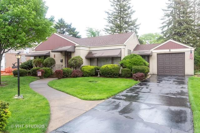 1517 Robinhood Lane, La Grange Park, IL 60526 (MLS #10368107) :: Berkshire Hathaway HomeServices Snyder Real Estate