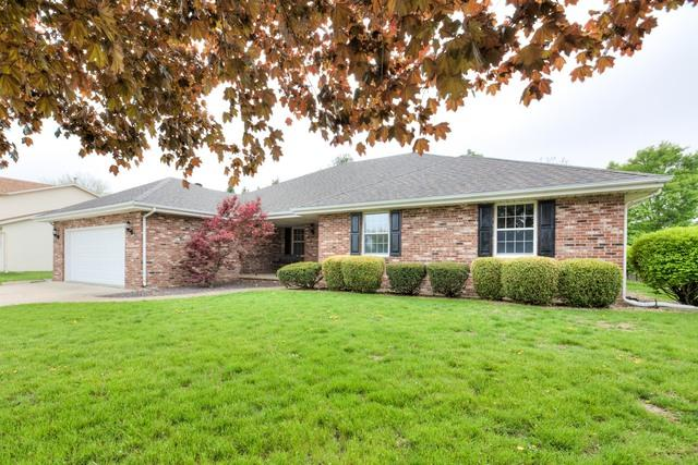 2907 Carlene Drive, Bloomington, IL 61704 (MLS #10371822) :: Berkshire Hathaway HomeServices Snyder Real Estate