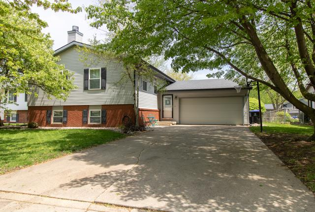 105 N Bayberry Court, Bloomington, IL 61704 (MLS #10373398) :: Berkshire Hathaway HomeServices Snyder Real Estate