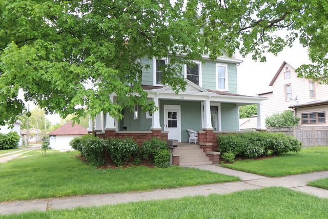 215 N Jackson Street, CLINTON, IL 61727 (MLS #10375485) :: Property Consultants Realty