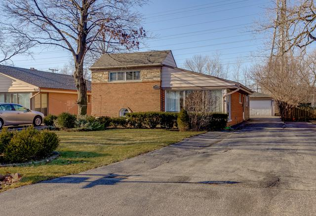 6718 N Kenneth Avenue, Lincolnwood, IL 60712 (MLS #10375875) :: Berkshire Hathaway HomeServices Snyder Real Estate