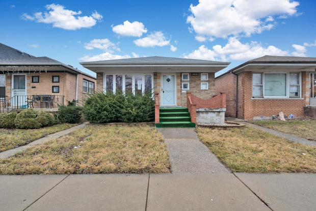 10910 S Green Bay Avenue, Chicago, IL 60617 (MLS #10376465) :: Property Consultants Realty