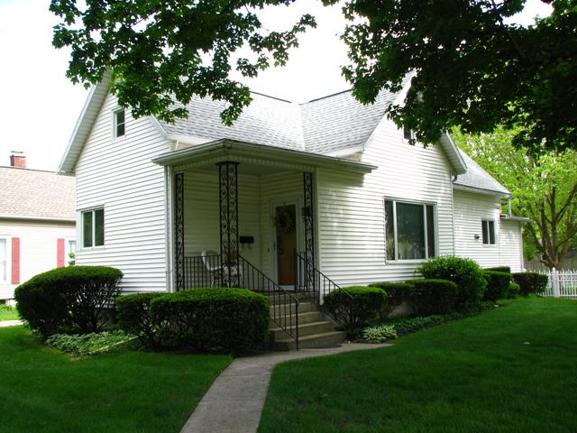 301 E Scott Street, Tuscola, IL 61953 (MLS #10376894) :: Berkshire Hathaway HomeServices Snyder Real Estate