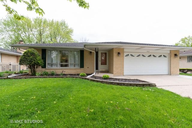 1717 N Aralia Drive, Mount Prospect, IL 60056 (MLS #10377185) :: Berkshire Hathaway HomeServices Snyder Real Estate