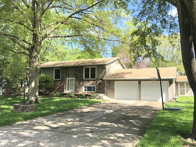 1910 E Meadowhill Lane, Mahomet, IL 61853 (MLS #10377558) :: Ryan Dallas Real Estate
