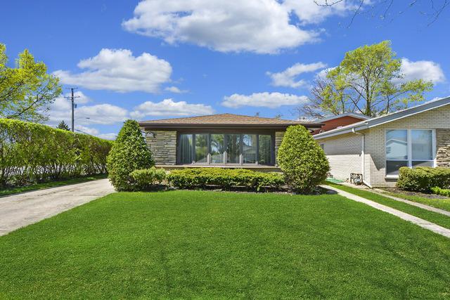 8800 Lowell Terrace, Skokie, IL 60076 (MLS #10378053) :: Ryan Dallas Real Estate