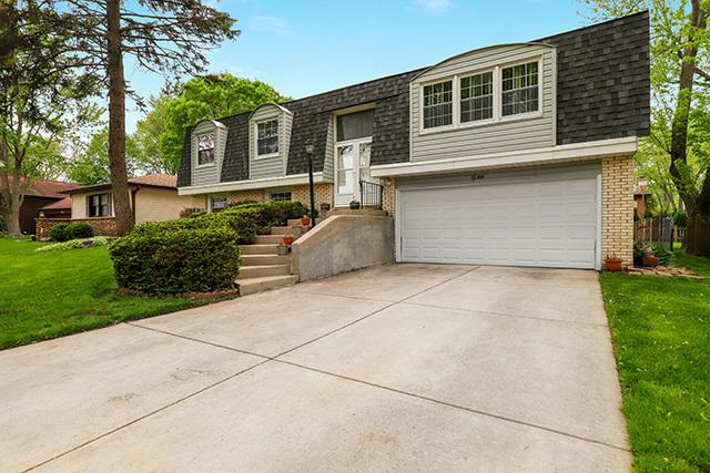 2 Cambridge Court, Buffalo Grove, IL 60089 (MLS #10378461) :: Berkshire Hathaway HomeServices Snyder Real Estate