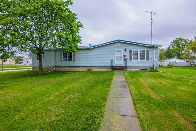 101 S Oak, Arrowsmith, IL 61722 (MLS #10379181) :: Berkshire Hathaway HomeServices Snyder Real Estate