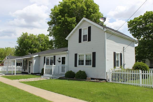 301 N Walnut Street, El Paso, IL 61738 (MLS #10379352) :: Berkshire Hathaway HomeServices Snyder Real Estate