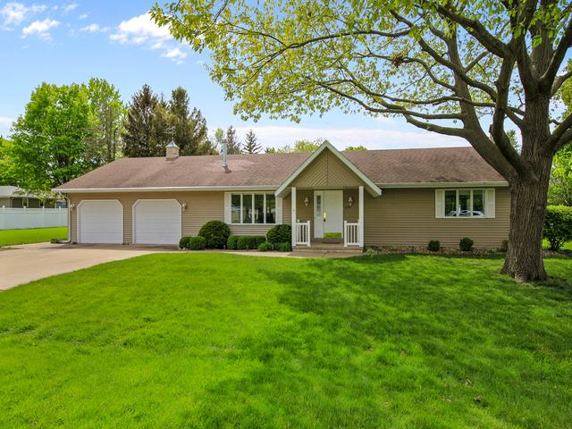 590 N Cherry Street, El Paso, IL 61738 (MLS #10379476) :: Berkshire Hathaway HomeServices Snyder Real Estate