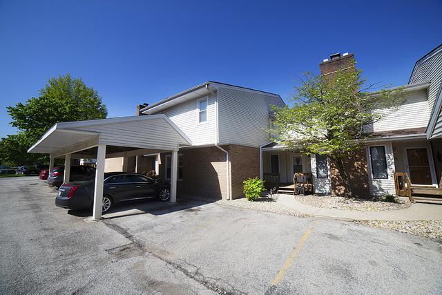 903 N Linden Street B12, Normal, IL 61761 (MLS #10379634) :: Berkshire Hathaway HomeServices Snyder Real Estate